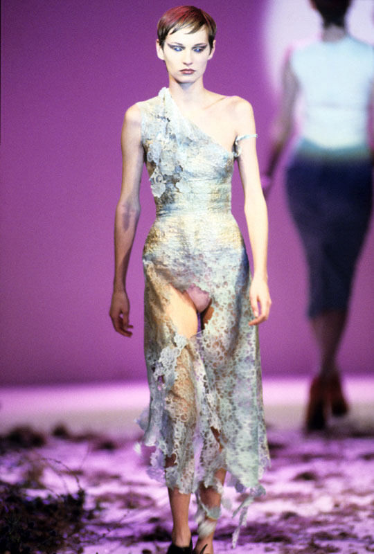 Remembering alexander mcqueen style icon tribute blog - Best runway shows ...