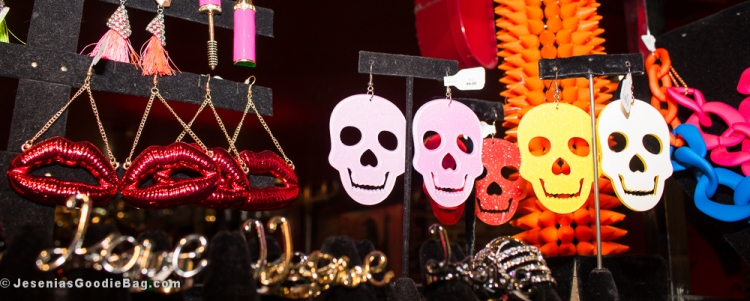 Earrings: Big Kisses, Skull Face