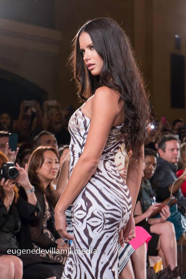 Adriana Lima (Carmen Steffens - Spring 2016)